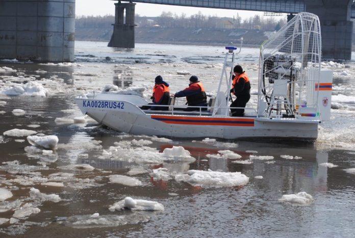 паводок, лодка, спасатели, МЧС