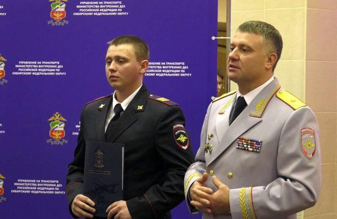 В Белове наградили полицейских спасших людей при пожаре, сержант Иван Шаталин
