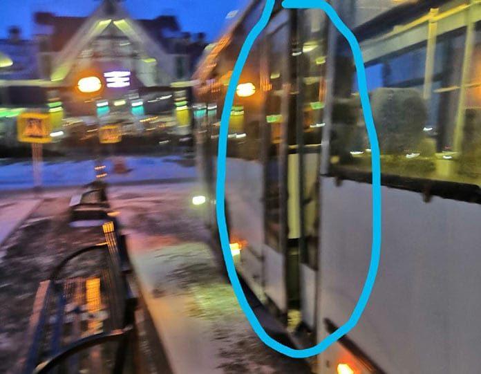 Автобус с незакрывающейся дверью в Белове
