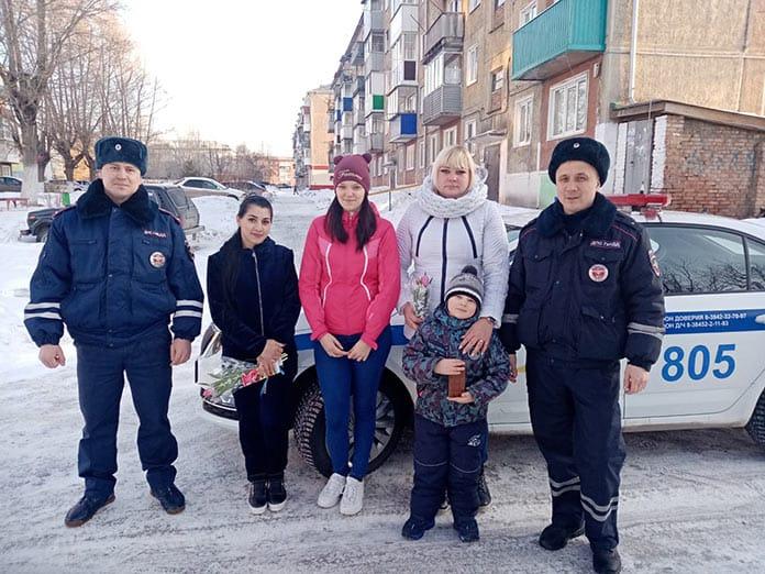 В Белове инспекторы ГИБДД спасли из пожара пять человек