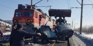 Поезд протаранил внедорожник Toyota Land Cruiser. Междуреченск, 17 марта 2020 г