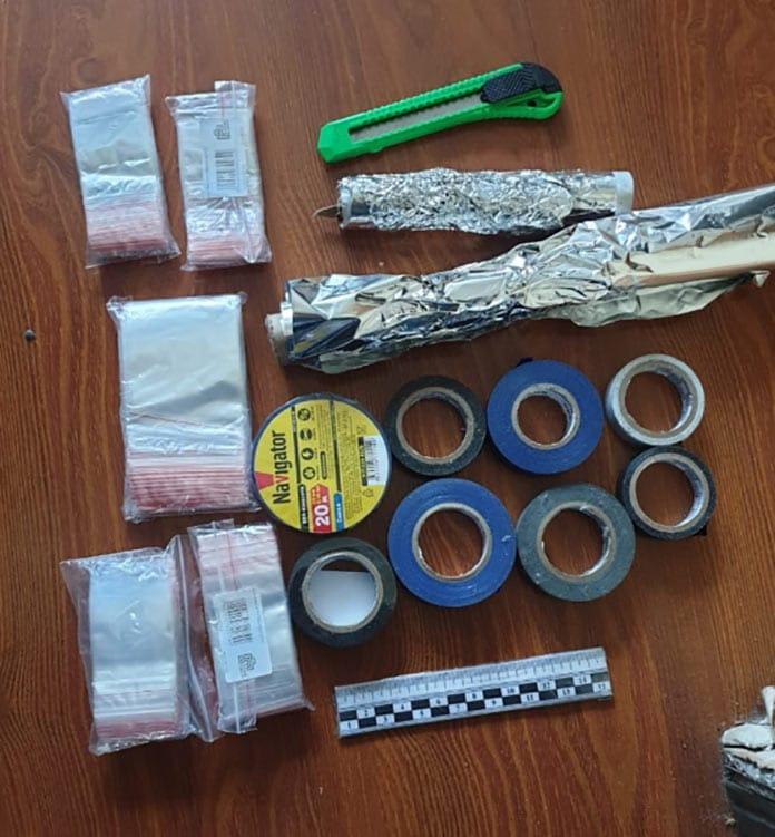 В Беловском районе полицейские задержали отца и сына, пытавшихся сбыть наркотическую «соль»
