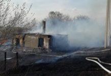 23 апреля на улице Володарского в Бабанаково из-за пала травы сгорели два пустующих дома