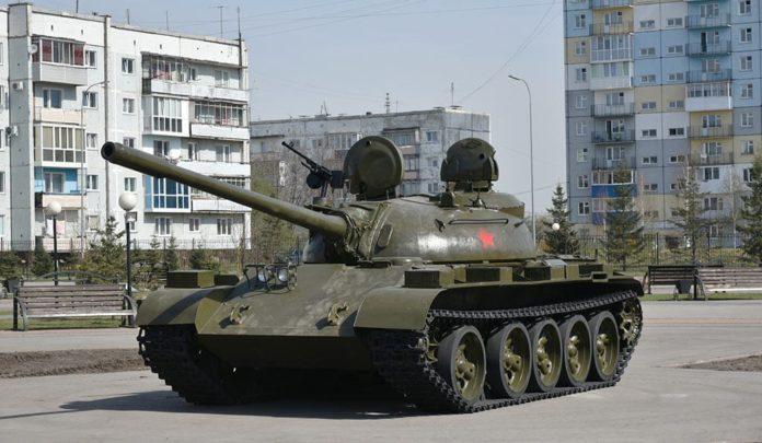 В парке «Победа» в Белово установили танк Т-55