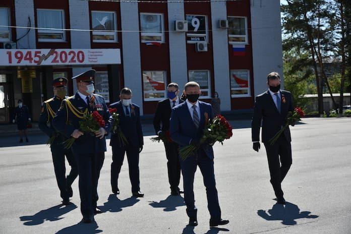 В Белове возложили цветы к мемориалу воинам-беловчанам, погибшим в годы Великой Отечественной войны. 9 мая 2020 г