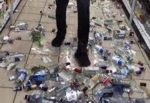 В Новокузнецке неизвестный разгромил витрину с алкоголем в Магните