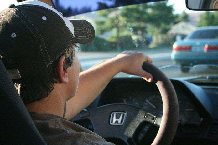 Водитель, за рулем