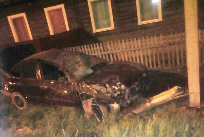 ДТП Белово 19 мая 2020 г. Пьяная женщина за рулем врезалась в столб на улице Димитрова в Бабанаково