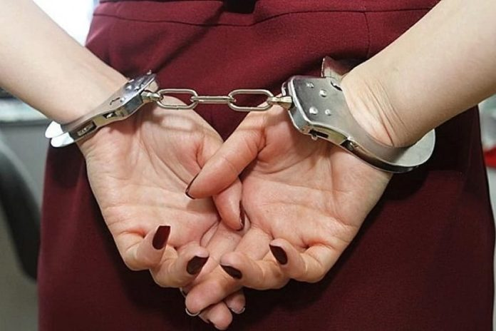 задержанная, наручники, женщина