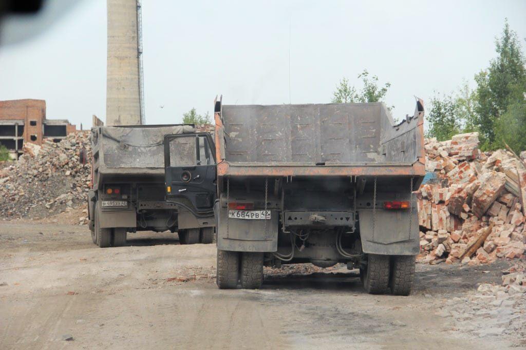 Беловский цинковый завод превращают в незаконную свалку строительного мусора