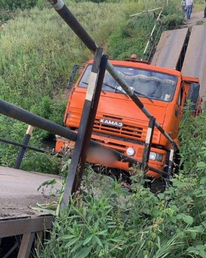 В Прокопьевске КамАЗ обрушил мост, 29 июля 2020 г