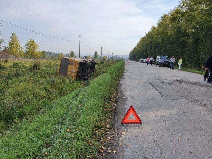 Вахтовый автобус с пассажирами перевернулся в Беловском районе, 1 сентября 2020 г