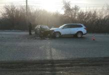 ДТП Белово, 29 ноября 2020 г. На улице Путепроводная столкнулись «Лада Приора» и «Митсубиши Аутлендер»