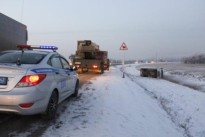 В Беловском районе сотрудники ГИБДД оказали помощь попавшему в сложную ситуацию водителю большегруза