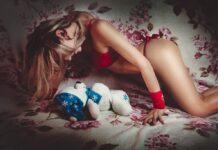 Девушка, игрушка