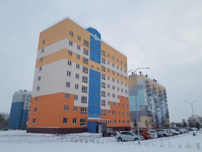 В квартале Сосновый города Белово сдали в эксплуатацию 9-этажный панельный дом