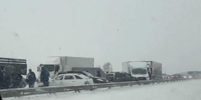 Массовое ДТП на 97 км кузбасской магистрали рядом с Белово, 17 автомобилей попали в ДТП, 27 января 2021 г