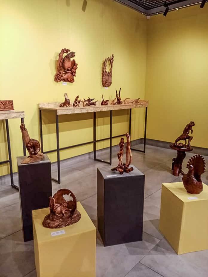 Выставка декоративно-прикладного искусства Владимира Волошанюка, резьба по дереву, Белово