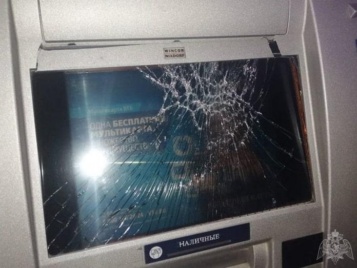 Пьяный беловчанин разбил банкомат